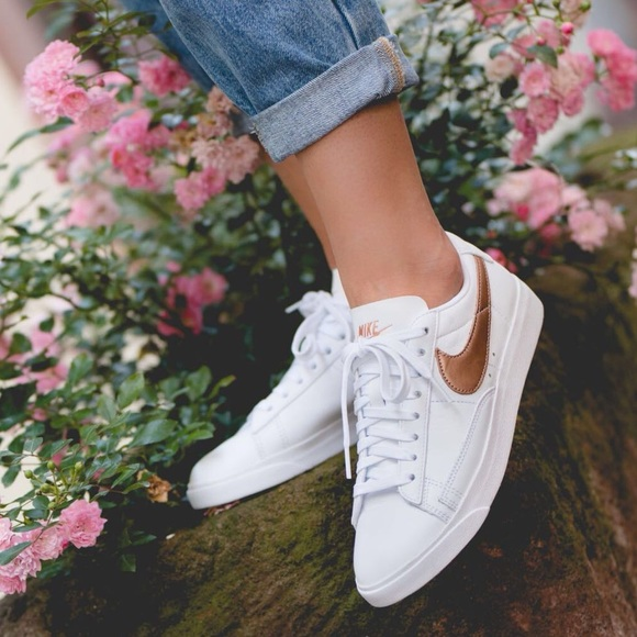 buy popular 13555 a4d91 NWT Nike blazer low rose gold swoosh